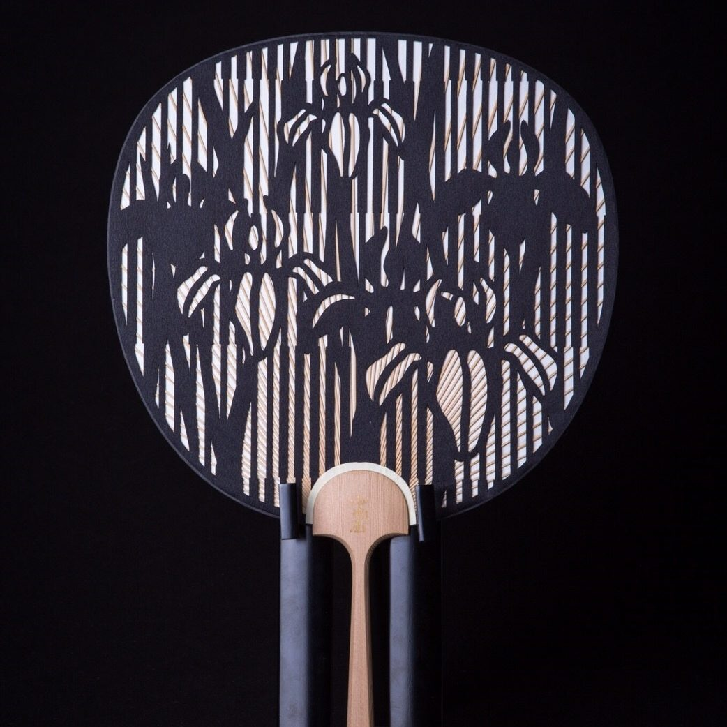 Cutting-Round-fan-Japanese-traditional-Checked-pattern-and-Iris