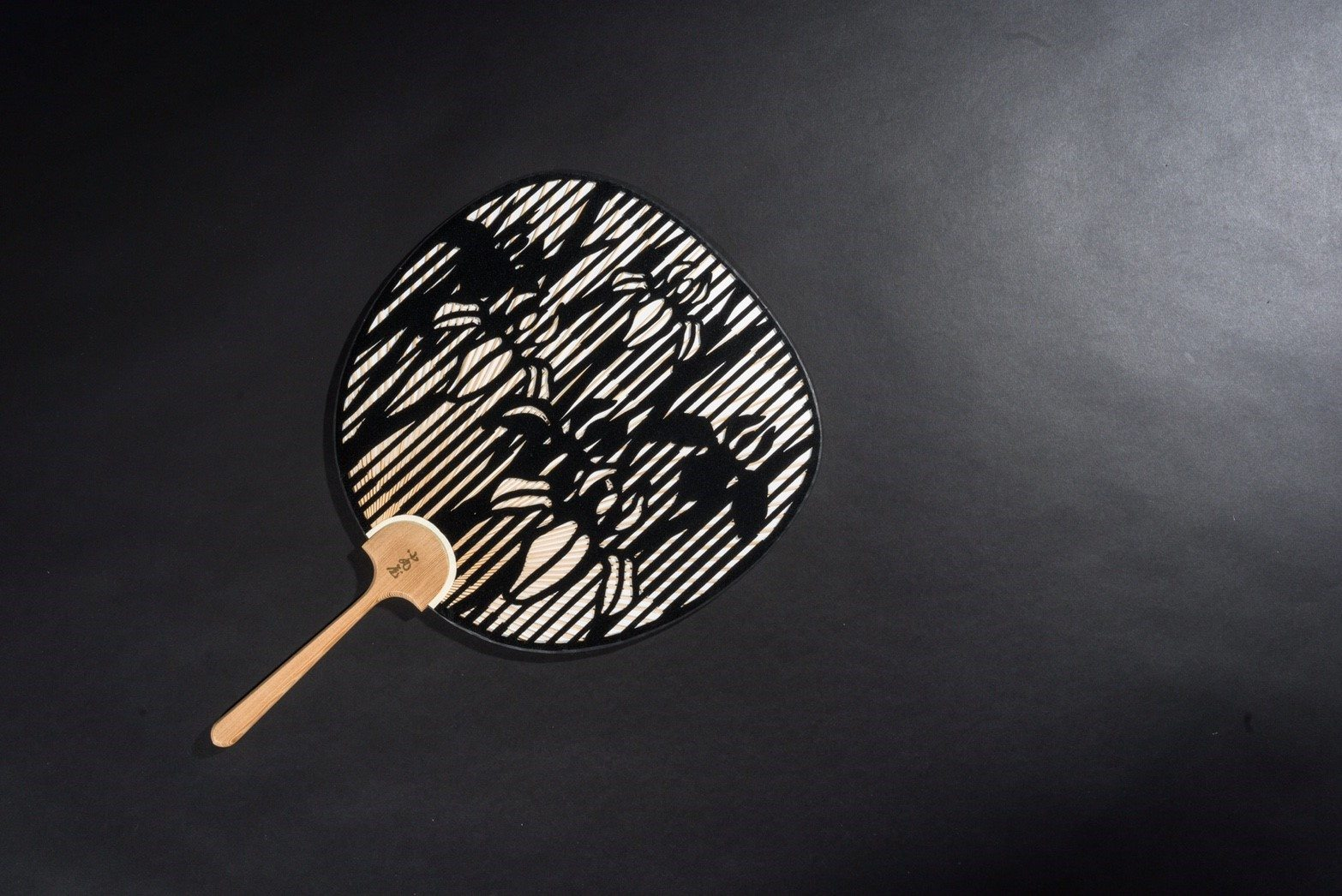 Cutting-Round-fan-Japanese-traditional-Checked-pattern-and-Iris-3